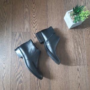 Etienne Aigner leather shoes